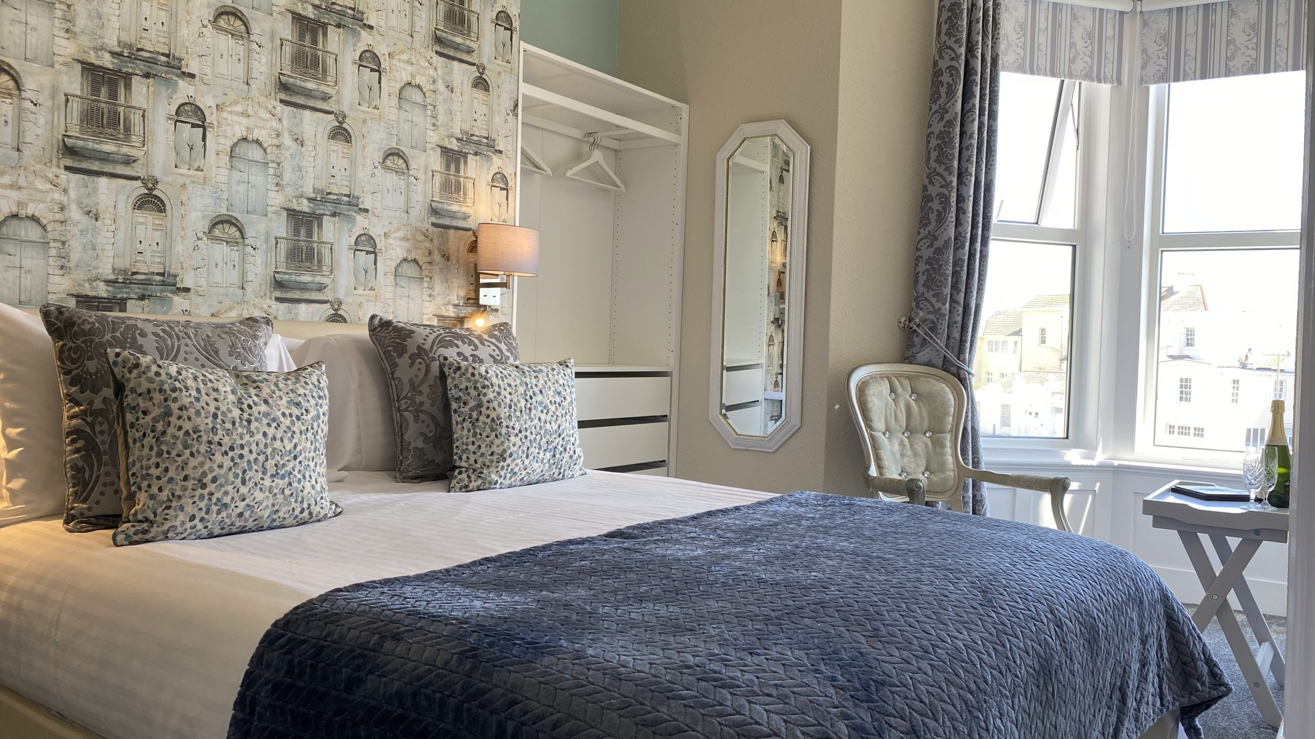 Superior King or Family Suite – sleeps 2/4